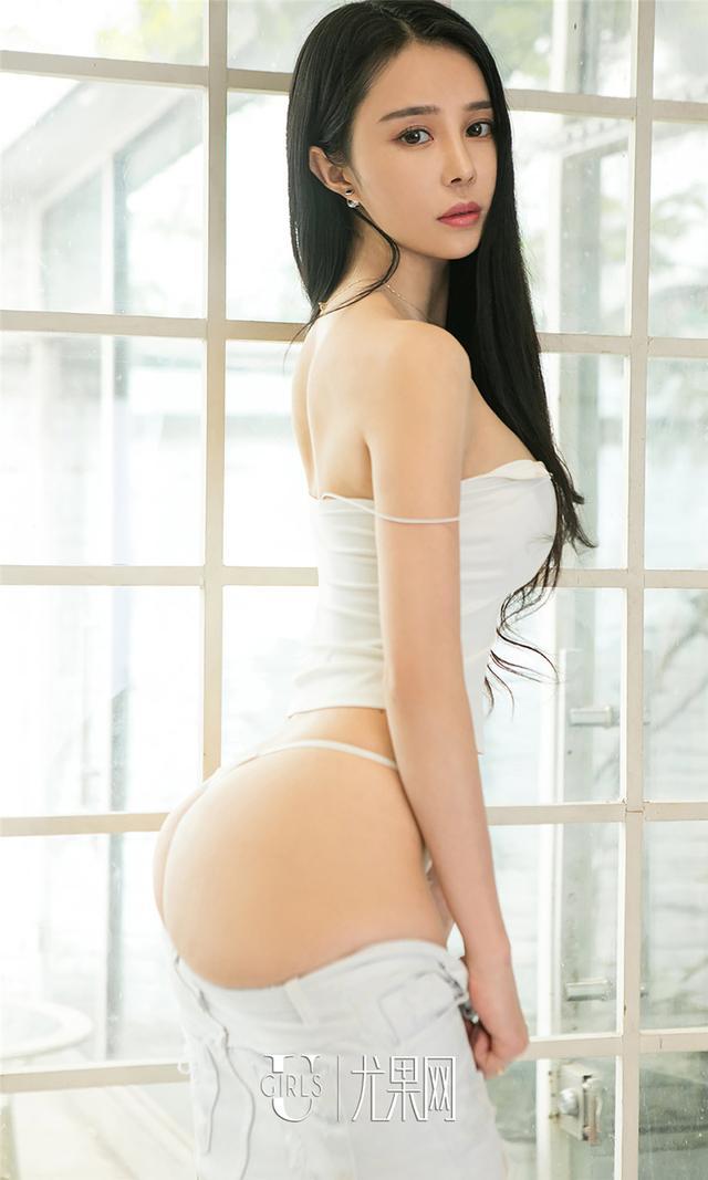 [尤果网] 背带裤美女杜小雨性感写真 第720期