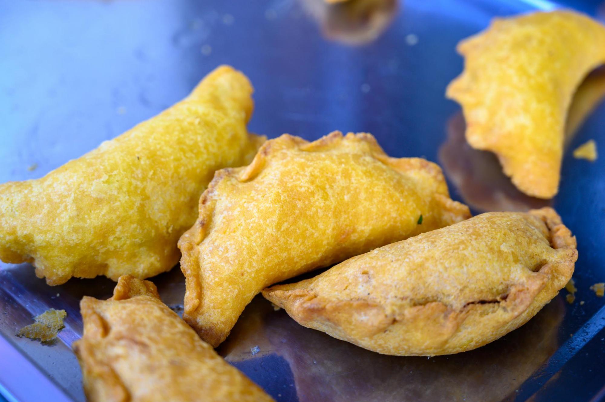 """建德梅城古镇有道""""黑暗料理"""",里面裹着臭豆腐,游客表示很好吃"""