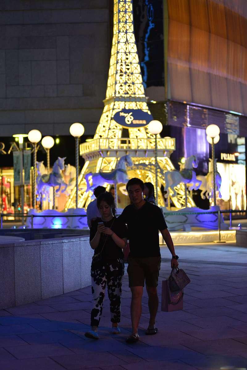 夫妻二人关系测试夫妻走路距离看两个人关系