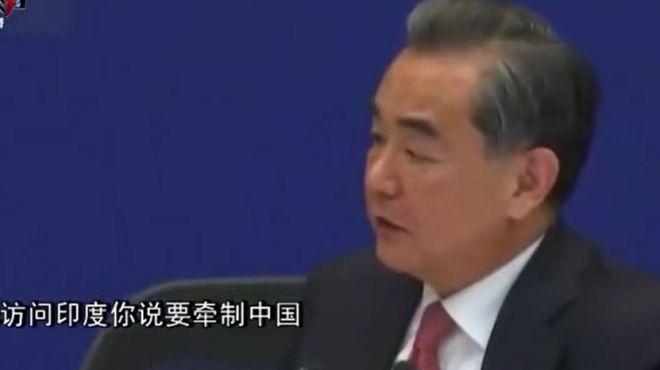 """王毅霸气""""怼""""日本记者:安倍要去哪访问没必要问中国,你说他要牵制中国,你问过他?"""