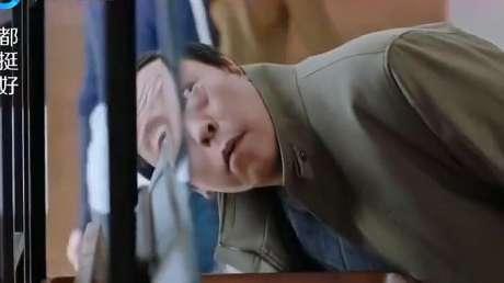 苏大强嫌弃明玉家没电视,不料小石按下遥控器,苏大强顿时看呆了