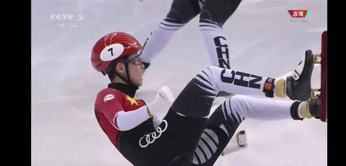 中国速滑首夺金牌 速滑选手范可新摔出女子500米金牌