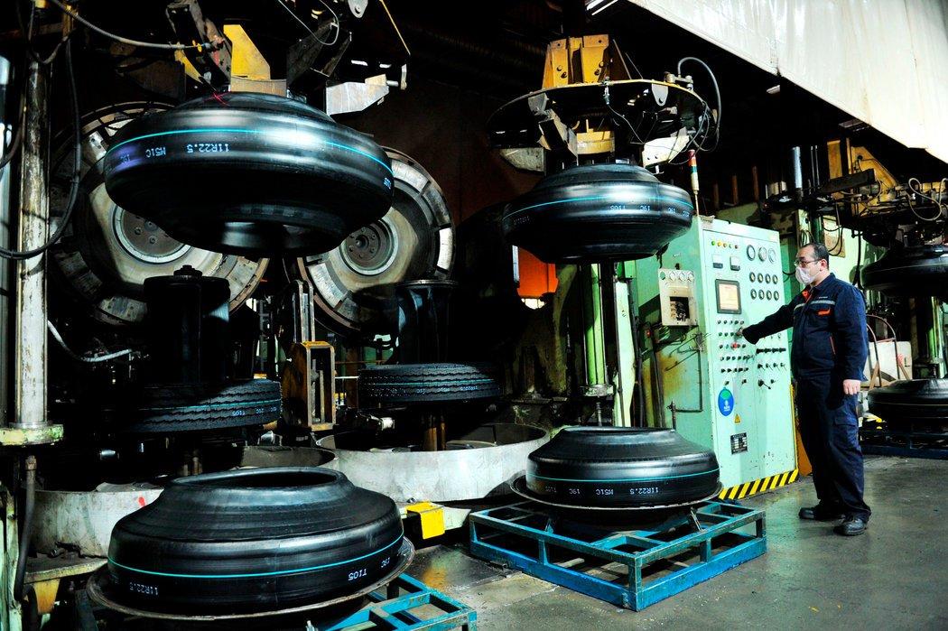 中国青岛的一家轮胎制造厂。
