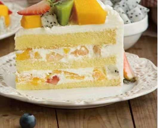 水果奶油蛋糕,非常的好吃 相信你看了之后一定会想尝试一下的
