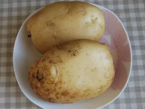 大叔家的早餐系列:土豆丝饼,外酥里嫩,焦香扑鼻,家人爱吃!