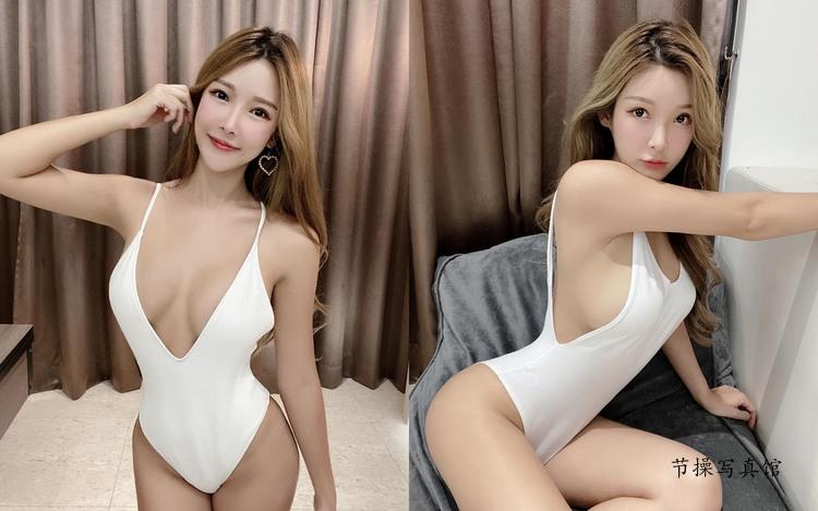 大胸网红@颜妃写真图片,低胸泳装深V开衩侧乳溢出包不住