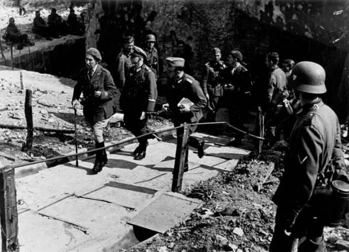 希特勒为何刚打下法国,就迫不及待进攻苏联?-