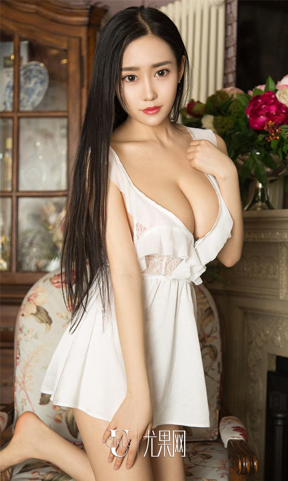 [ugirls尤果网] 陈亦菲室内性感诱人极品美乳美女写真图