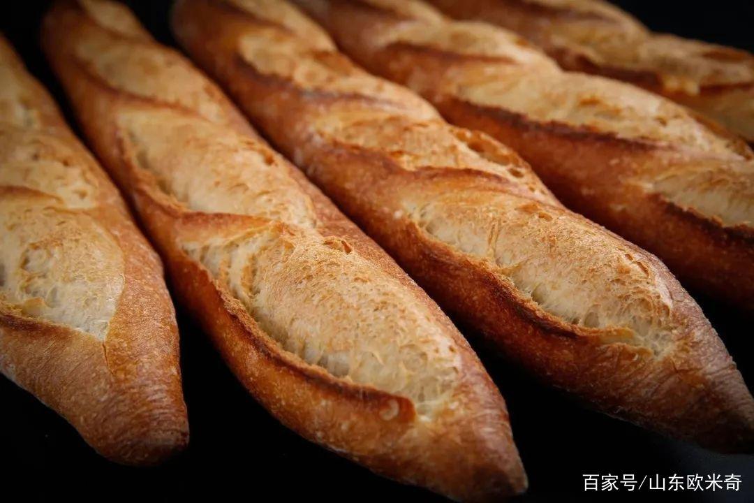 山东欧米奇西点知识百科:关于法棒面包的起源